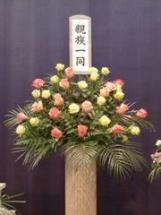お花が好きだった故人へバラの花束を…
