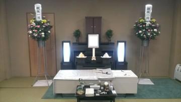 家族中心の友人葬