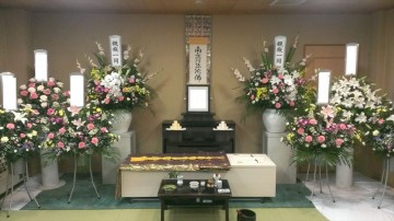 花をたくさん用意した火葬式