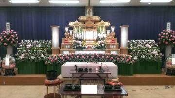 広い式場でゆったりと葬儀を
